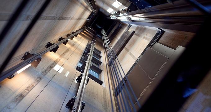 اهمیت زیاد سرویس کردن آسانسور
